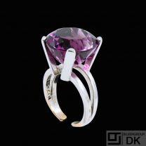 Christian Frederik Heise - Copenhagen. 14k Gold & White Gold Ring with Amethyst.