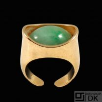 Bent Knudsen - Denmark. 14k Gold Ring with Jade - 1960s