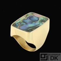 Palle Bisgaard - Denmark. 18k Gold Ring with Abelone #8. 1960s
