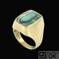 Palle Bisgaard - Denmark. 18k Gold Ring with Abelone #4. 1960s