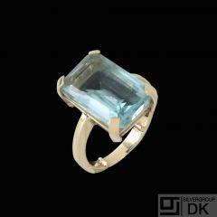 14k Gold Ring with Aquamarine.