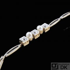 14k Yellow & White Gold Bracelet with Oriental Pearls and Diamonds. Total 0,3ct.