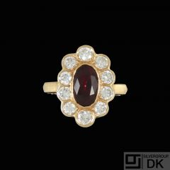 18k Gold Cocktail Ring with Ruby and Diamonds.