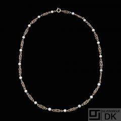 Viggo Wollny - Copenhagen. 14k Gold Necklace with Pearls.